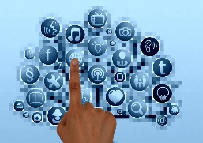 Social Media Monitor 1-Pixabay